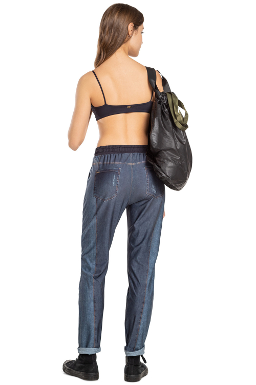 Top Body Class Essential Preto e Calça Boyfriend Jeans Daily